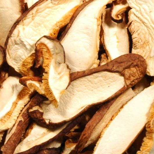 Shiitake-Pilze geschnitten getrocknet